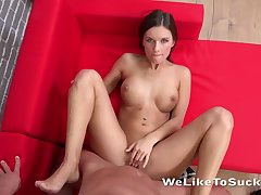 Young hottie with ripsnorting confidential gives a perfect BJ