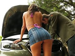 Stunning bombshell Alexis Fawx bangs stranger dude who helped her fix the motor vehicle