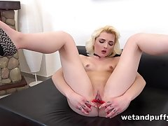 Young pink cunt opens wide for gewgaw play