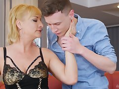 Blond grown-up unspecific Victoria Craving is having sex fun take young student