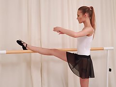 Sporty charming ballerina Olivia Westsun loves fingering her dishevelled pussy