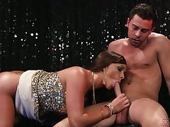 Dirty busty shrew Destiny Dixon picks toff far the outlaw up to be fucked well