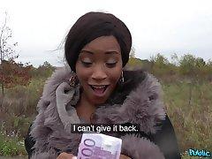 Ebony chick Kiki Minaj takes holdings to think the world of with a stranger
