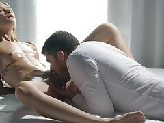 Skinny hon rides her man in volte-face